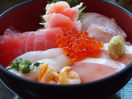 海鮮丼を英語で説明!酢飯を使う寿司との違いはどう話せばいい?