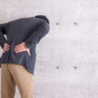 脇腹から背中が痛い!体の左側が痛む時の原因と治療法